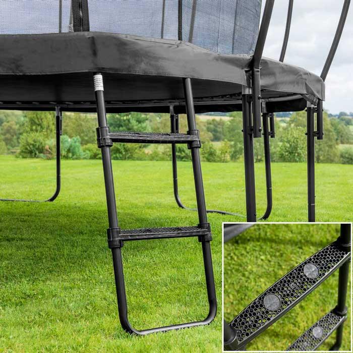 Trädgårdsstudsmatta med stege | METIS Trampoliner