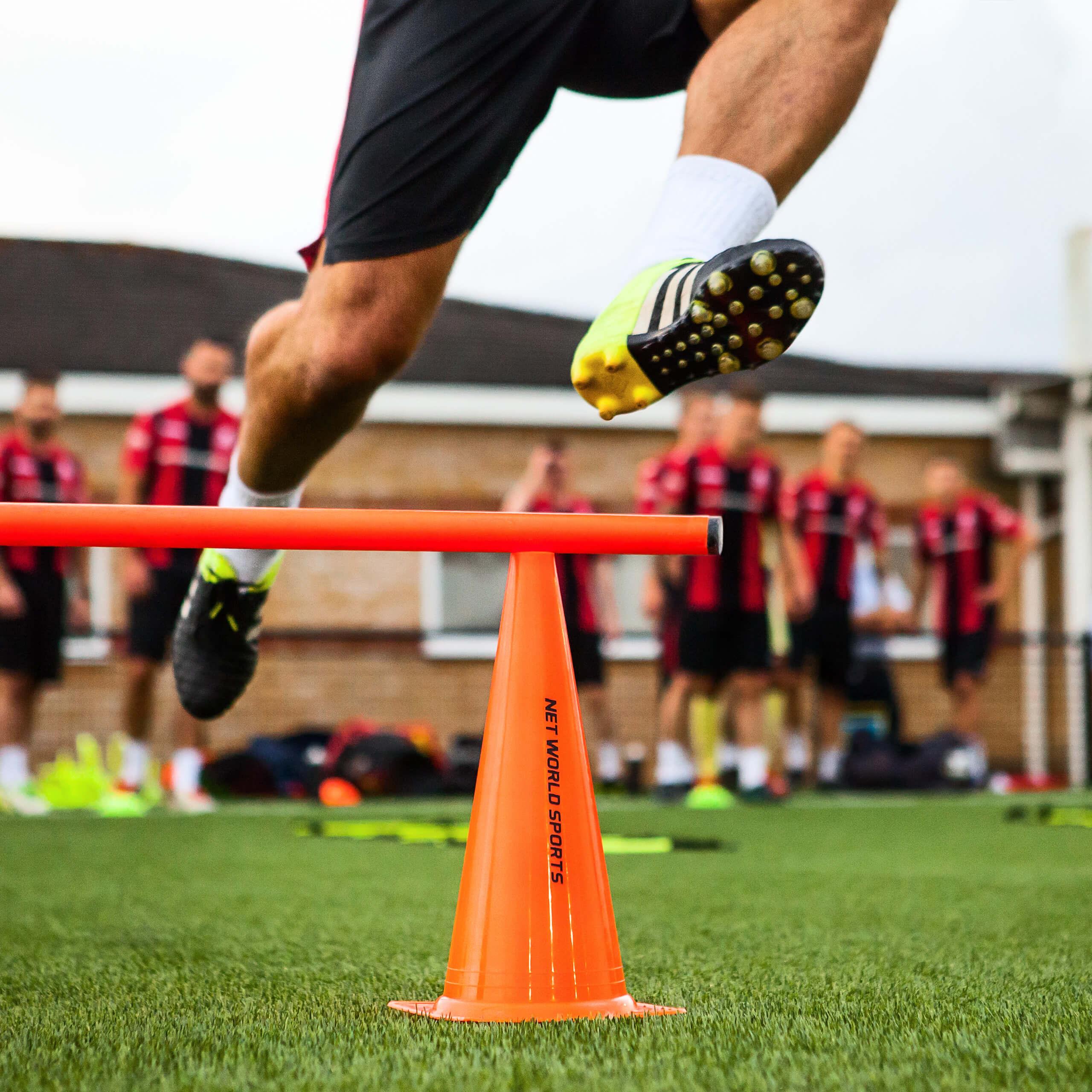 Orange Markierungshütchen für Fußballtraining-Übungen
