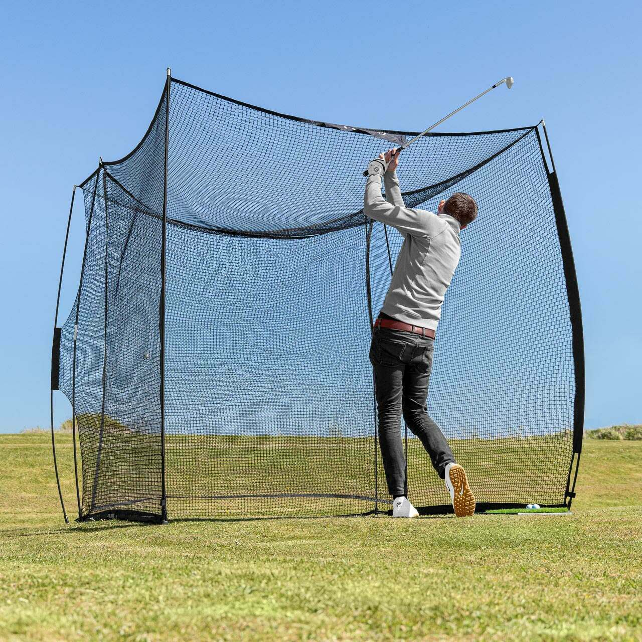 Golf hitting wall for garden practice